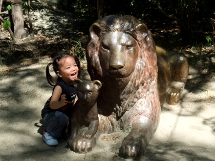 ライオン像とタマちゃん